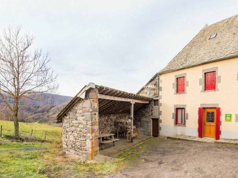 Gîte La Sanadoire, casa vacanza a Rochefort-Montagne