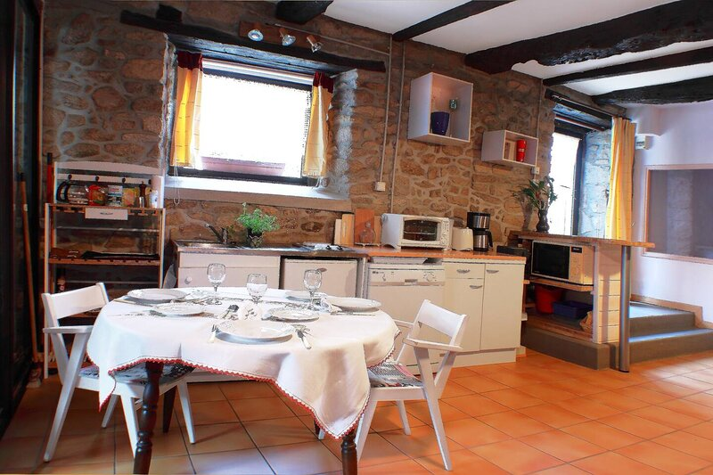 Beautiful house with shared pool, holiday rental in Sulniac