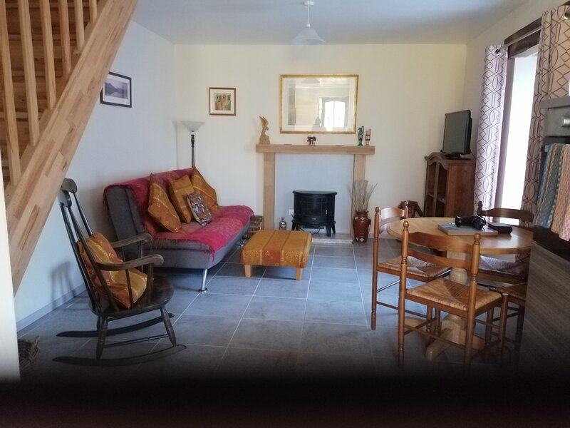 Captivating 2-Bed House in Saint-Léger-Magnazeix, holiday rental in Lussac-Les-Eglises
