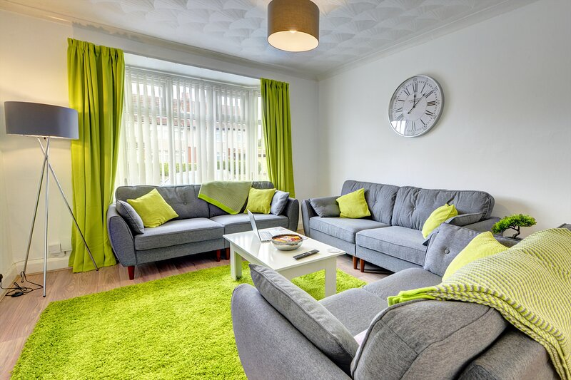 Cosy and Fab House in 16 Watery Lane by Passionfruit Properties, holiday rental in Hinckley