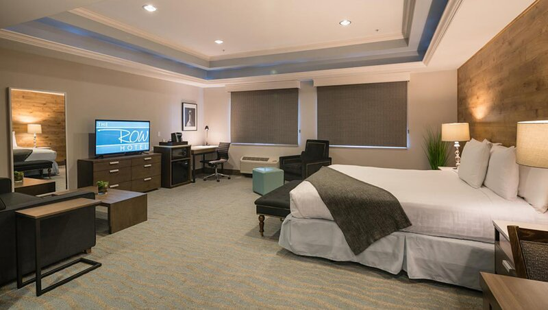 The Row by Kasa | Near Winchester Mystery House | King Junior Suite, holiday rental in Campbell