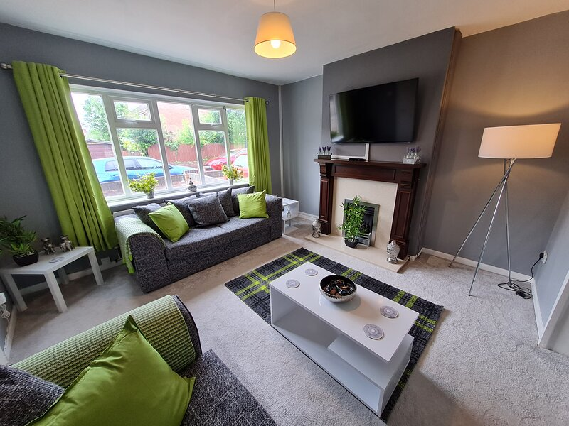 Spacious & Elegant House in Berwyn by Passionfruit Properties, holiday rental in Hinckley