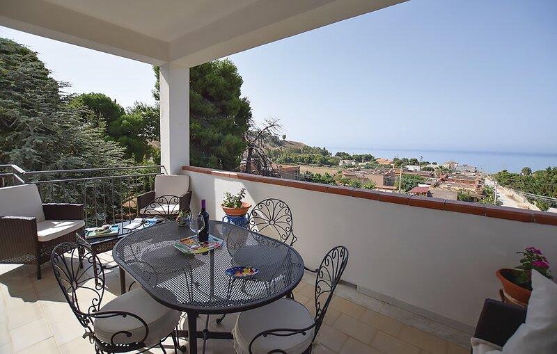 Nice apartment with sea view & Wifi, holiday rental in Burgio