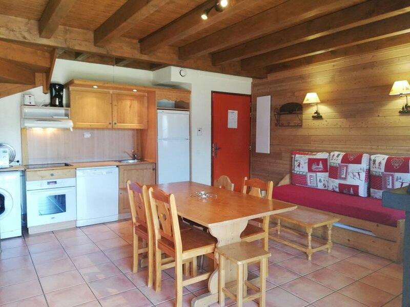 Charmant 1/2 chalet, grande terrasse sud, 2 chambres, Pra Loup, aluguéis de temporada em Uvernet-Fours