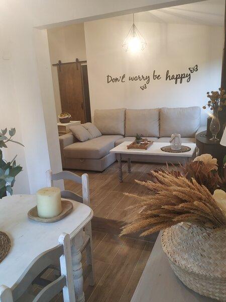 Casa rústica ajardinada, holiday rental in Anceu