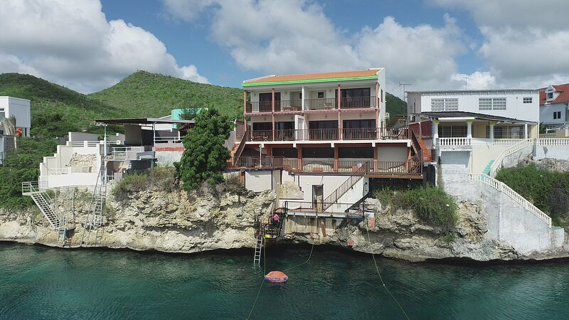 Lagun Vacation Villa with private Beach, aluguéis de temporada em Sabana Westpunt