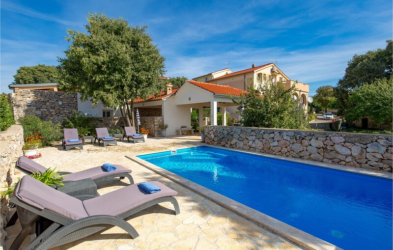Awesome home in Garica with WiFi and 3 Bedrooms (CKK644), aluguéis de temporada em Garica