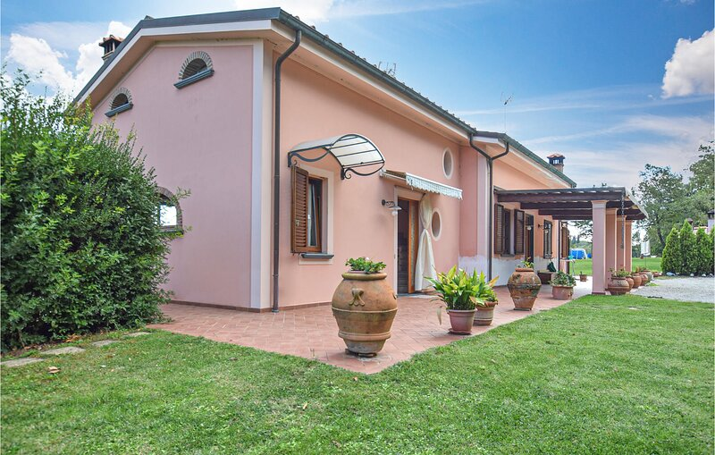 Awesome home in Castelfranco with Outdoor swimming pool and 2 Bedrooms (ITP631), location de vacances à Castelfranco di Sotto
