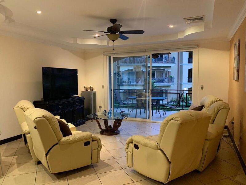 condominio pacific sun 4E, holiday rental in Herradura