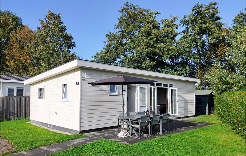 Amazing home in Heinkenszand with WiFi and 4 Bedrooms (HZE225), holiday rental in Baarland