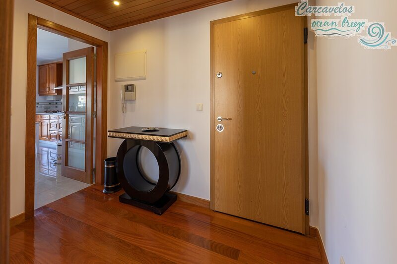 carcavelos Ocean Breeze Luxurious Apartment, vacation rental in Parede