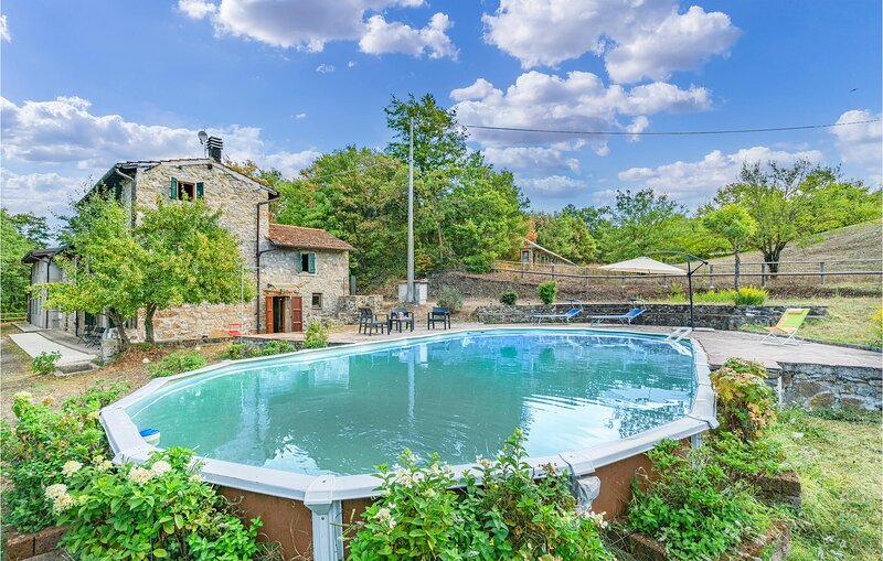 Awesome home in Castel di Casio with Outdoor swimming pool, WiFi and 5 Bedrooms, holiday rental in Grizzana Morandi