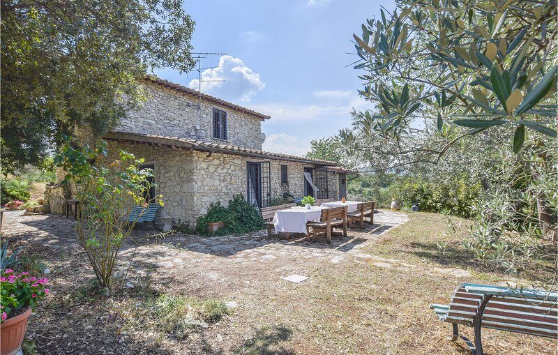 Stunning home in Poggio Moiano with Outdoor swimming pool and 4 Bedrooms (IRU399, holiday rental in Poggio Moiano
