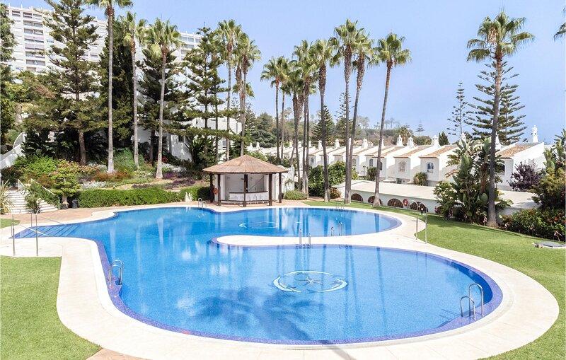 Amazing home in Benalmádena with Outdoor swimming pool, Sauna and WiFi (EAS605), vakantiewoning in Torrequebrada