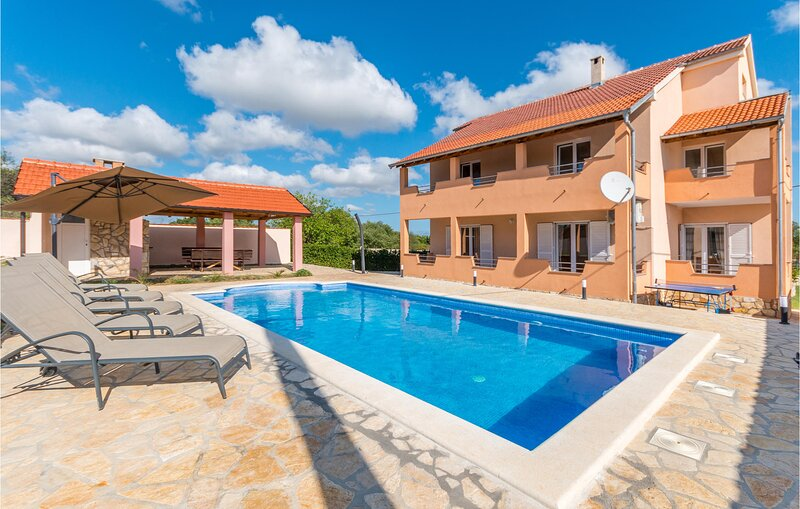 Awesome home in Biograd na moru with Outdoor swimming pool, WiFi and 5 Bedrooms, holiday rental in Polaca