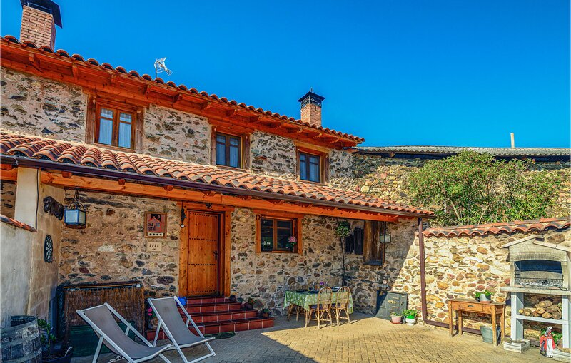 Awesome home in Benllera with WiFi and 2 Bedrooms (ELL001), holiday rental in Matallana de Torio