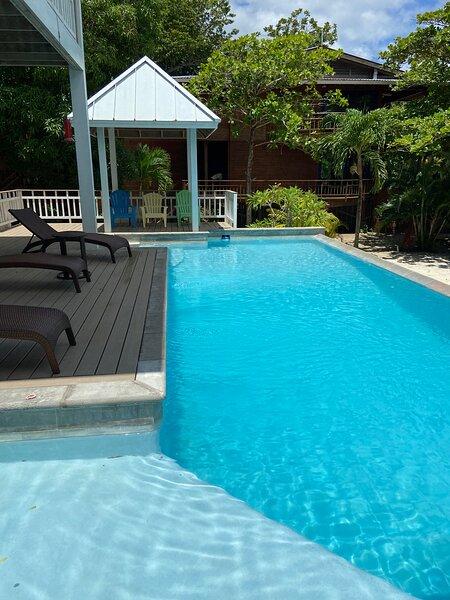 Laru Beya Roatan Beachfront Rental, holiday rental in Dixon Cove