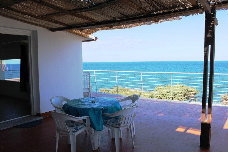 Sul mare, panoramico appartamento Internet free, holiday rental in Valledoria