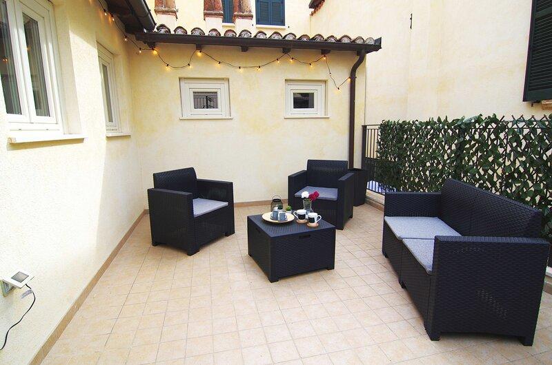 Cozy House con Corte Privata in Centro Storico AQ, location de vacances à Pietracamela