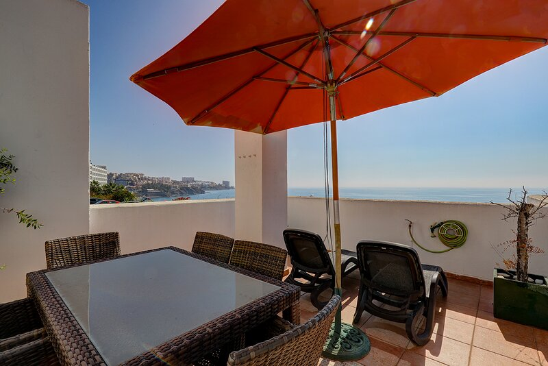 Stunning Sea Views Beachfront Apartment 082, vakantiewoning in Torrequebrada