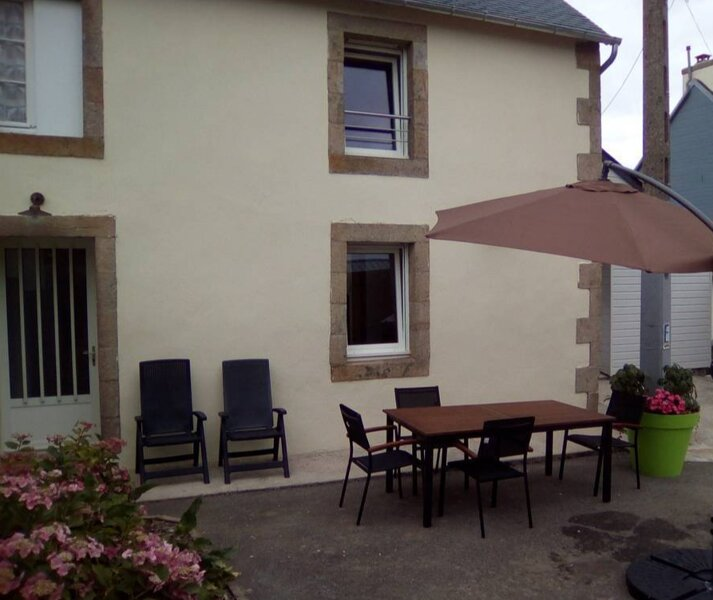 Beautiful house with terrace & Wifi, holiday rental in Plogonnec