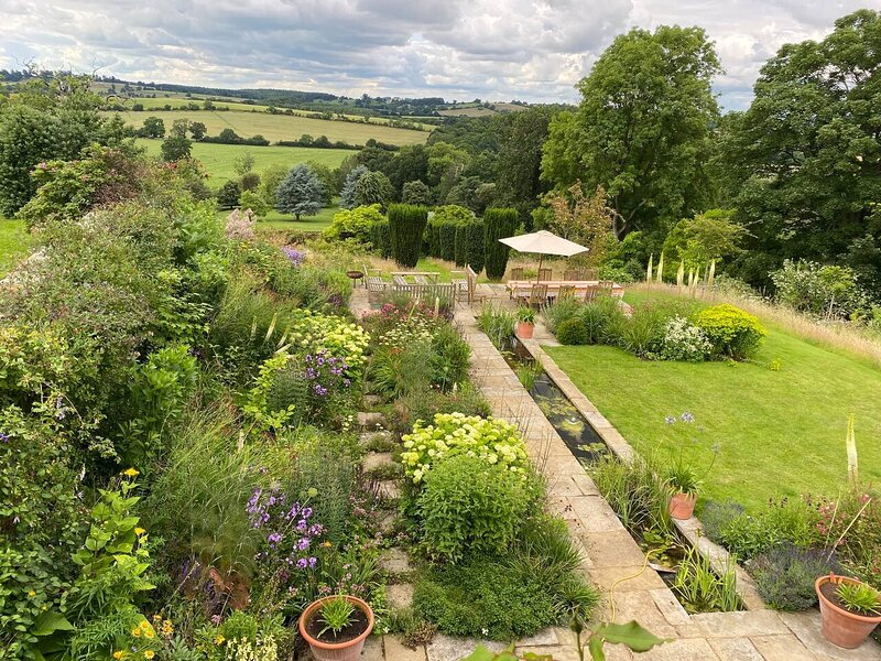 Idyllic Eco-Barn with magical views and deerpark, vacation rental in Badby