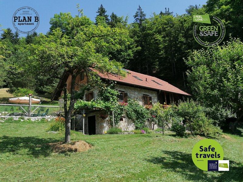 PLAN B apartment; active tranquility, location de vacances à Stahovica