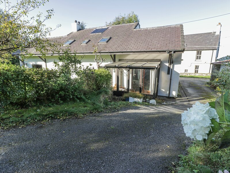 FRON GOED, family friendly, country holiday cottage, with a garden in – semesterbostad i Caernarfon