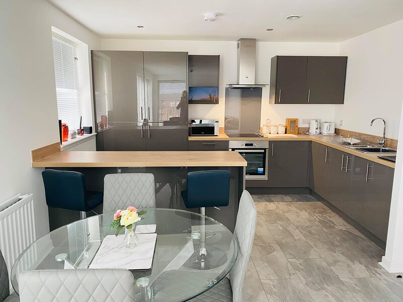 2 Bed Penthouse - walking distance from SECC, holiday rental in East Kilbride