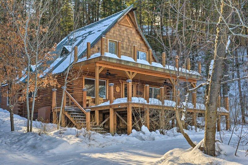 NEW! Alpine Adventures: Log Cabin w/ Deck & Views!, holiday rental in Thayne