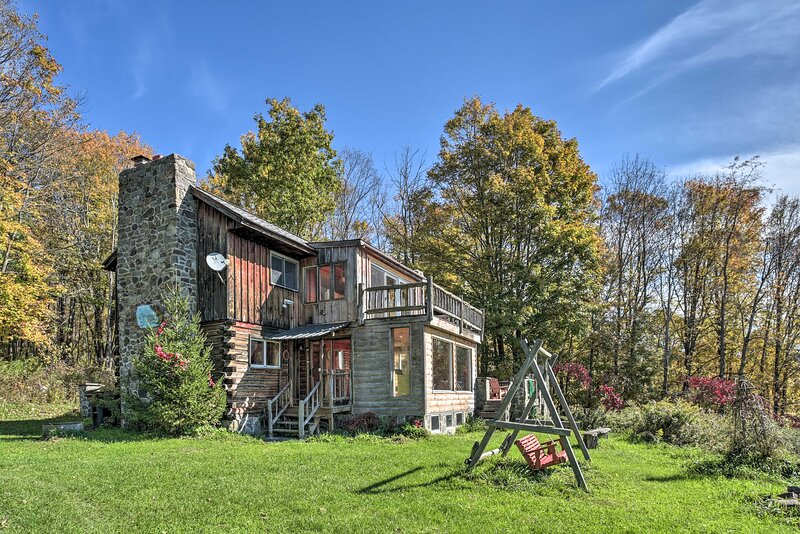 NEW! Full Private Home on 32-Acres: Stellar Views!, holiday rental in Harpersfield
