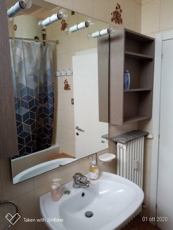 mezza bifamiliare arredata con ogni confort, holiday rental in Rubano