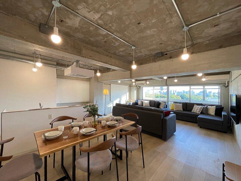 30 sec to PeacePark!! HUGE comfort house Up to 14p, aluguéis de temporada em Hiroshima