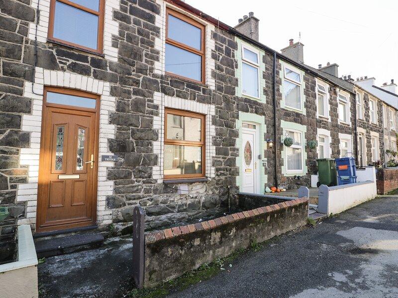 TRYFAN, comfortable modern cottage, WiFi, Sky TV, in Llanberis, Ref 941277, vacation rental in Llanberis