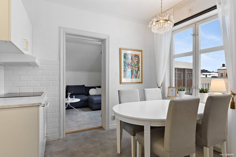 Central two bedroom apartment with everything needed!, vacation rental in Midnight Sun Coast