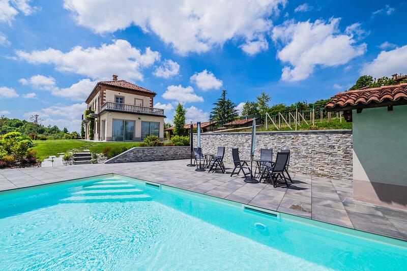 Luxury Villa in Langhe's Region, location de vacances à Monforte d'Alba