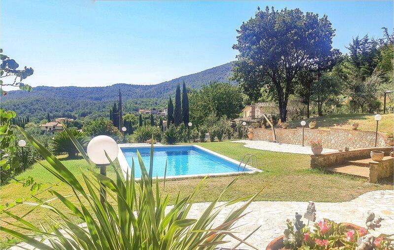 Nice home in Santa Restituta with 6 Bedrooms (IUS291), vacation rental in Castel dell'Aquila