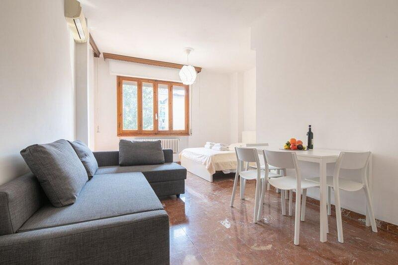 Novoli 4 bedrooms, vacation rental in Mantignano