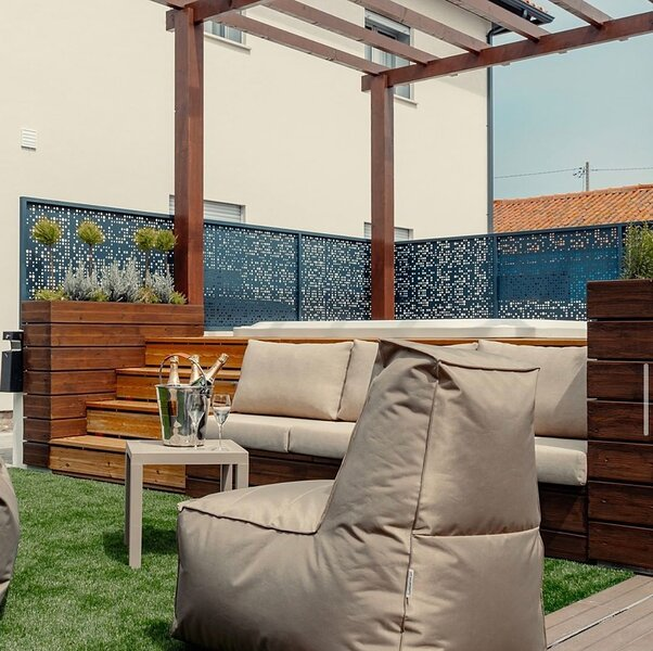 Shellter Apartments-Apartamento T1, holiday rental in Monte Redondo