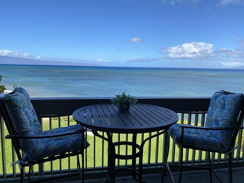 Beautiful 3 Bedroom Oceanfront Condo With Balcony, alquiler de vacaciones en Honokowai