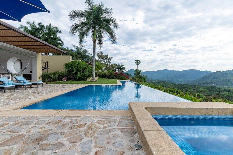 Anp029 - Charming house with 4 suites in Mesa de Yeguas, alquiler vacacional en Silvania