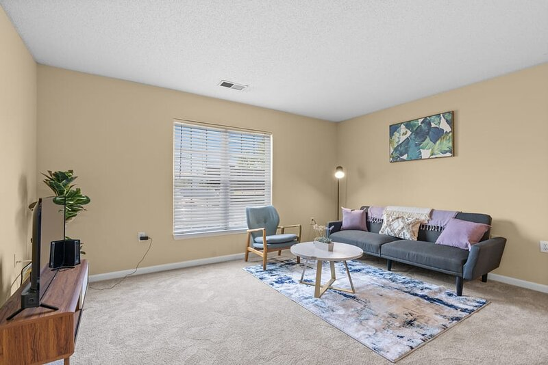 5 Miles To The Beach Colorful 1BR Cozy Getaway, holiday rental in Forestbrook