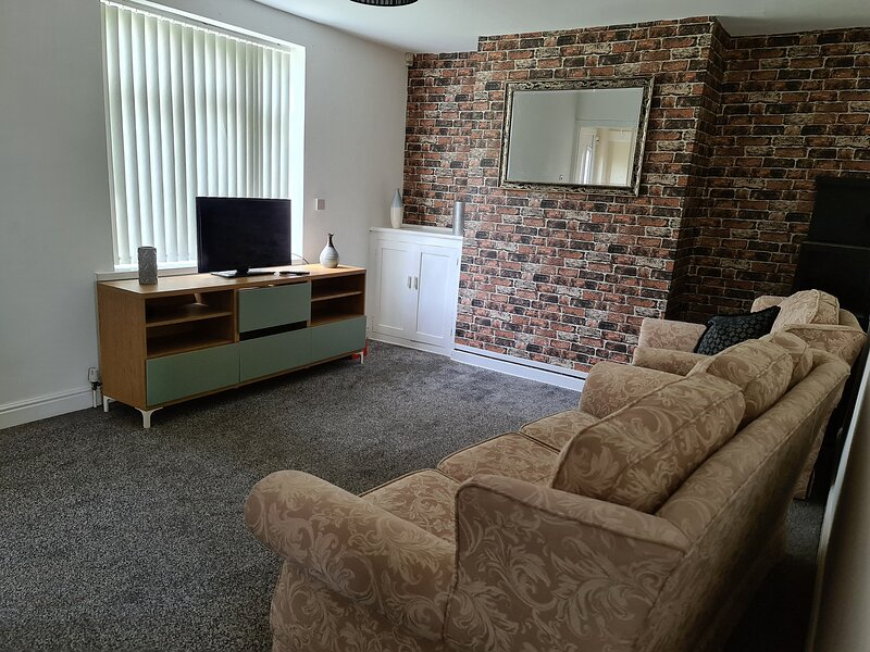 Beautiful spacious 3-Bed House with private garden – semesterbostad i Mexborough