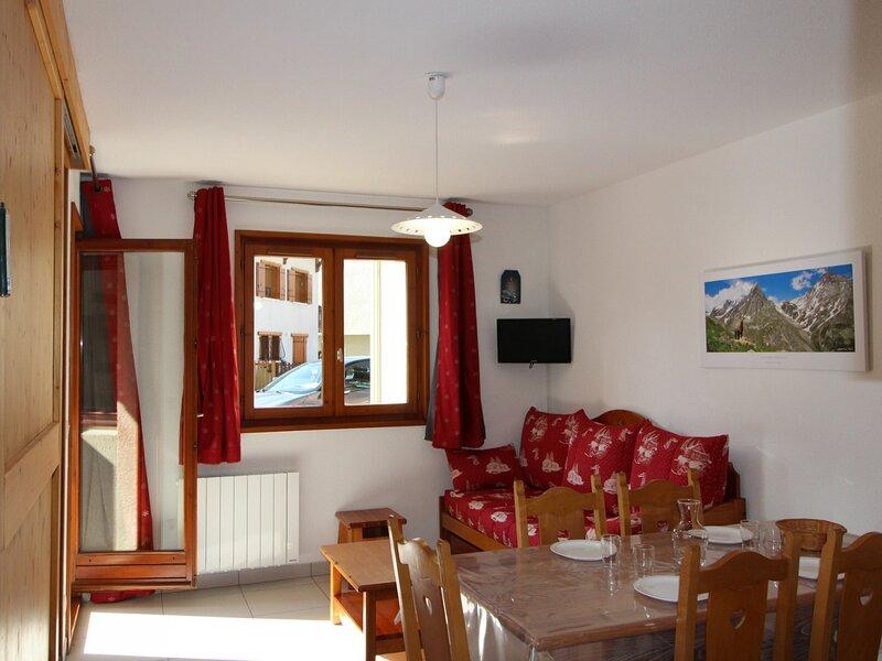 COM316M : Appartement dans quartier calme proche des navettes gratuites et de, casa vacanza a Bramans