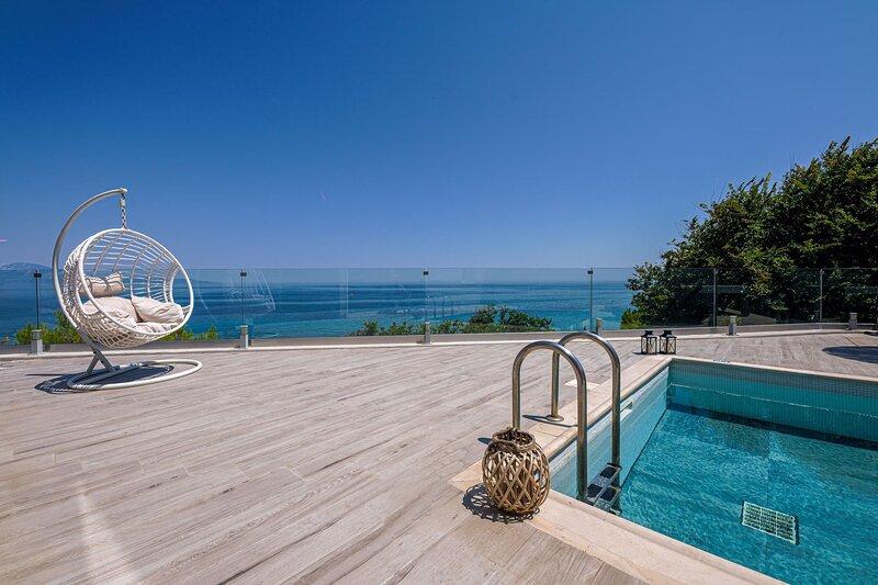 Luxury Villa Cavo Mare Meltemi, vacation rental in Tragaki