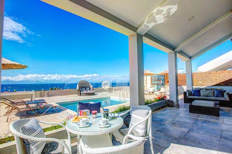 Luxury Villa Cavo Mare Thalassa, vacation rental in Tragaki