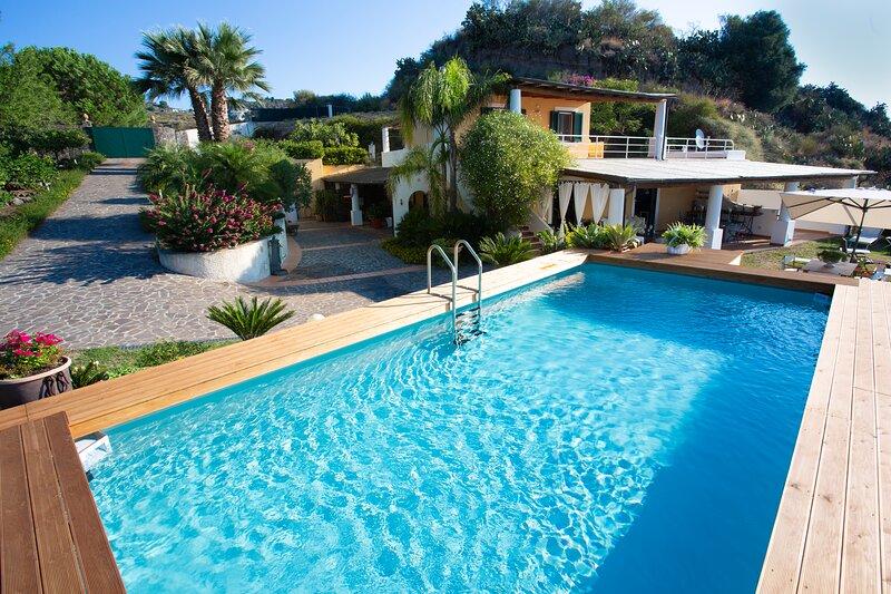 Stunning, luxurious and elegant villa in Lipari, aluguéis de temporada em Lipari