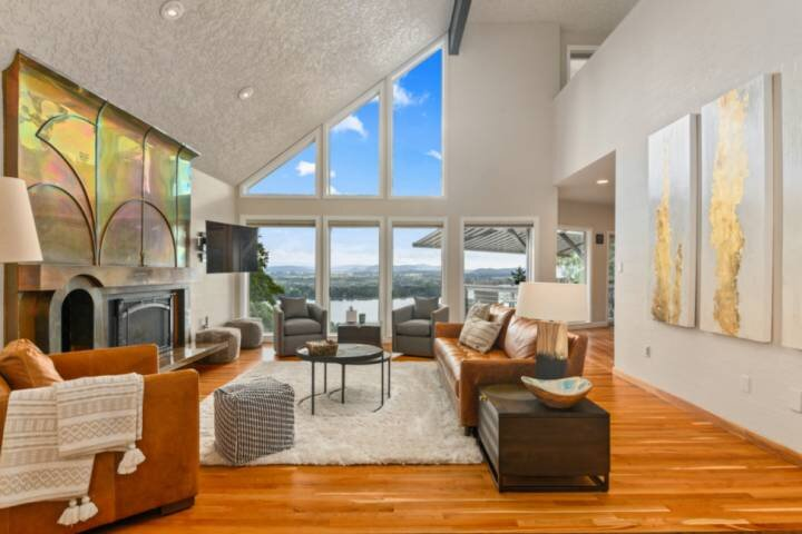 Stunning Panoramic River and Mountain Views, Huge Covered Decks, Fire-Pit, Ping, casa vacanza a Washougal
