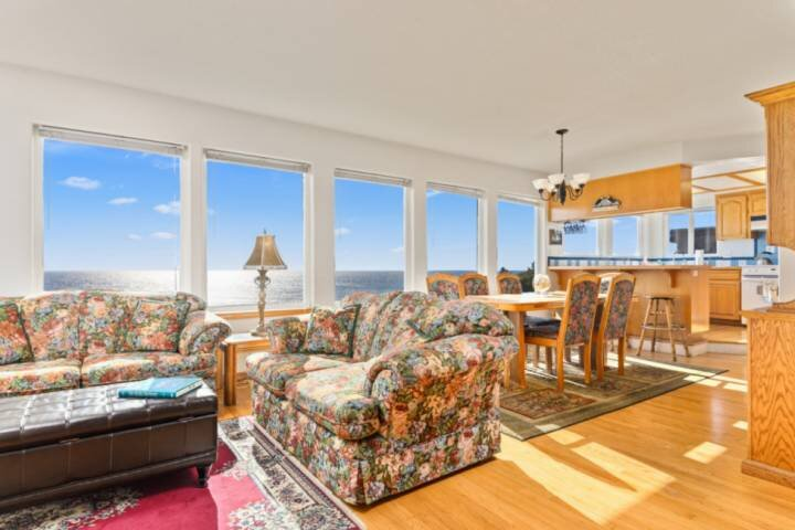 Sweeping Coastal Views, Overlooking Oceanside Beach State Park, Pet Friendly Wit, alquiler de vacaciones en Tillamook