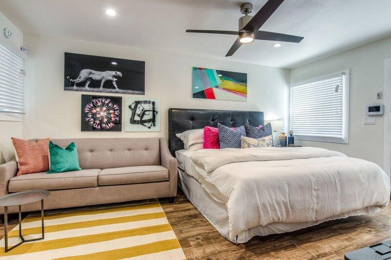 ★ Walk Score 96 ★ Studio Apt ★ Wifi ★ King Bed ★, holiday rental in Rancho Dominguez